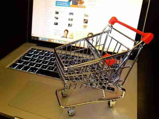 Как продавать одежду через интернет?