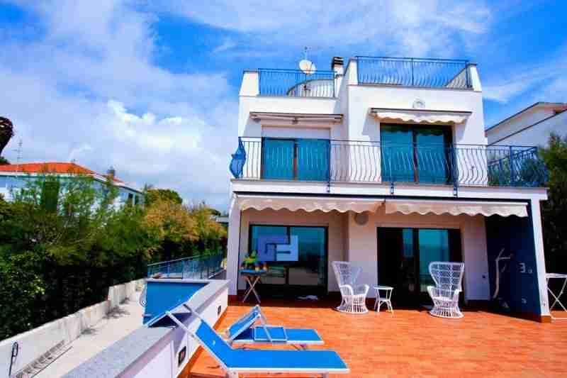 Buy a house in Igoumenitsa on the beach Prices