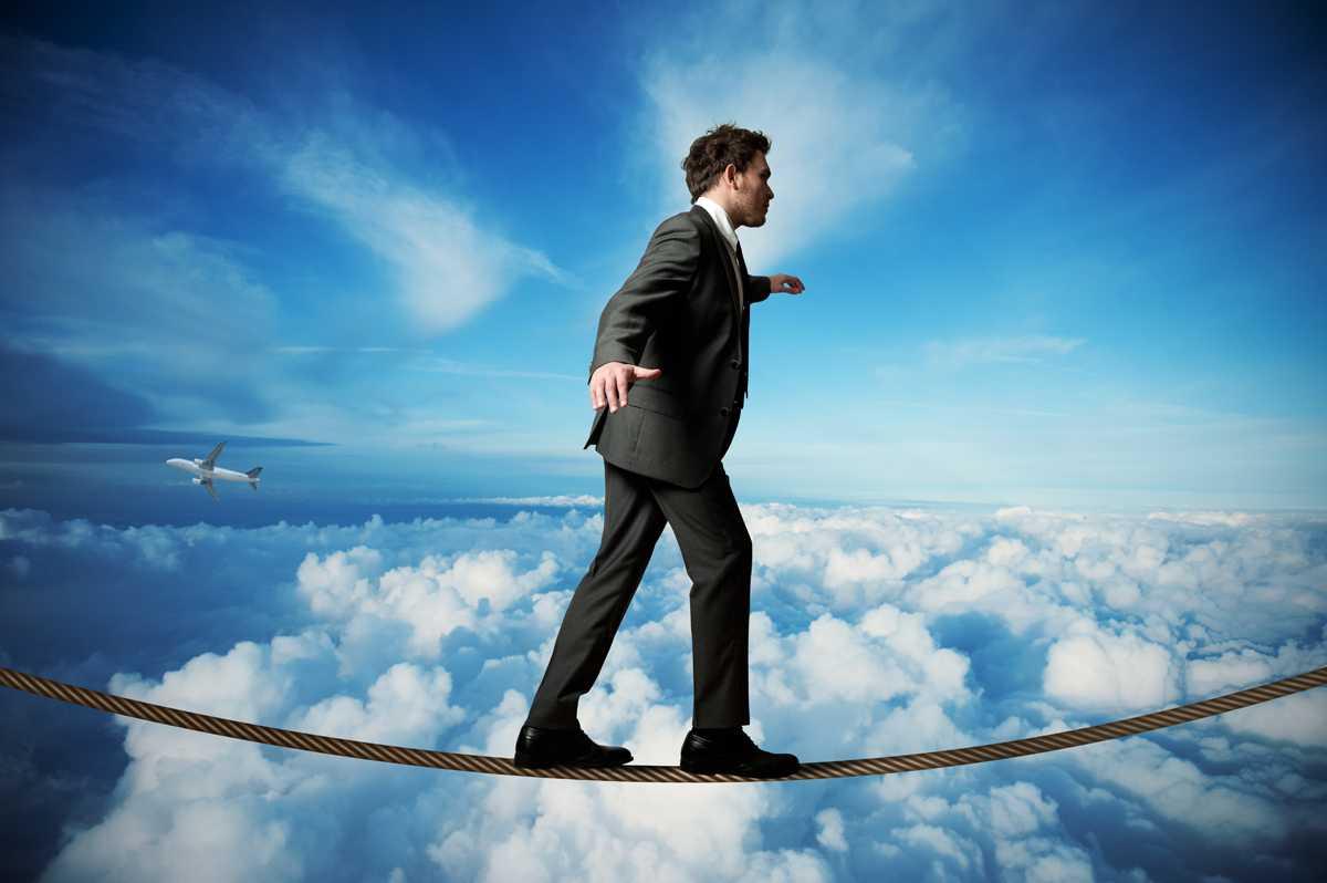 Бизнесмен балансирует риск